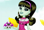 Play Joyful Scarah Dress Up Game